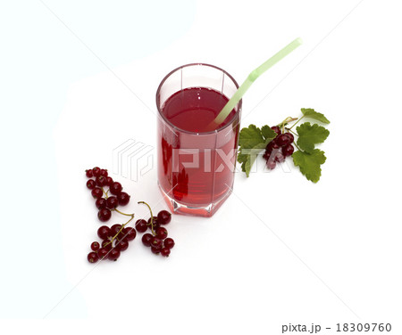 the glass of juice decorated with currant branchesの写真素材 [18309760] - PIXTA