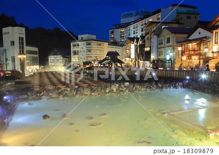 草津温泉湯畑夜景 18309879