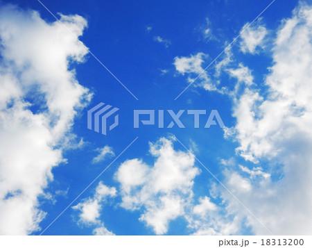 空と雲 間の青空 18313200