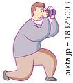 写真を撮る男性 18325003