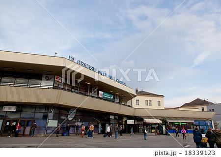ブラチスラバ中央駅 正面口 18339123