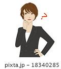 頬に指を当て悩むスーツ姿の女性会社員 18340285