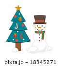 クリスマスツリーと雪だるま 18345271