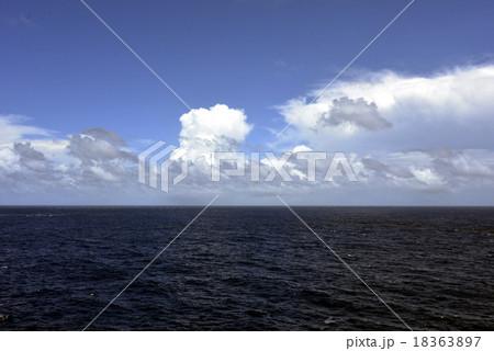 海と雲 18363897