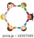 子供 友達 手を繋ぐのイラスト 18367089