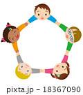 子供 友達 手を繋ぐのイラスト 18367090