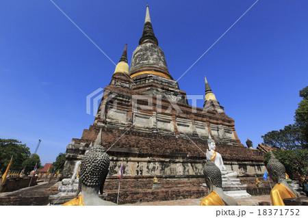 タイ、アユタヤの遺跡ワット・ヤイ・チャイ・モンコン 18371752