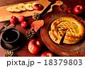 アップルパイとコーヒーカップとまな板 18379803