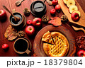 アップルパイとコーヒーカップとまな板 18379804