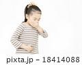 腹痛 吐き気 女の子 小学生 苦しい 苦しむ 痛い 18414088