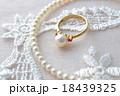 真珠の指輪とネックレス 18439325