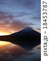 富士山の夜明け 18453787