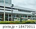 東京の駅・JR吉祥寺駅北口駅前と駅舎・東方向から横位置 18473011