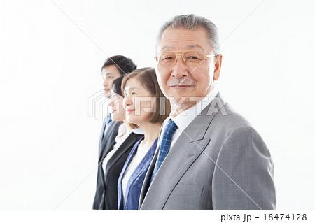 居並ぶビジネスマン 18474128
