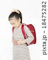 腹痛 吐き気 女の子 小学生 苦しい 苦しむ 痛い ランドセル 18475282