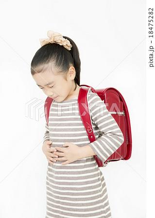 腹痛 吐き気 女の子 小学生 苦し...