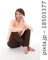 女性 電話 スマートフォンの写真 18503377