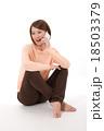 女性 電話 スマートフォンの写真 18503379