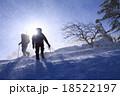 地吹雪の中を頂上目指して 18522197