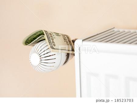 thermostat with moneyの写真素材 [18523703] - PIXTA