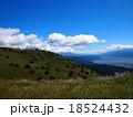 青空と白い雲の高原(高ボッチ高原) 18524432