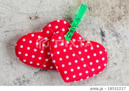 Valentine hearts with clothespinの写真素材 [18532227] - PIXTA