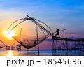 漁師 影 川の写真 18545696