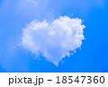 ハート型の雲 18547360