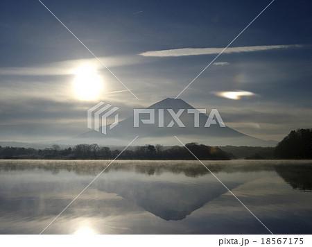 精進湖の朝 18567175