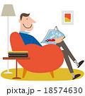 雑誌を読むソファーに座った男性 18574630