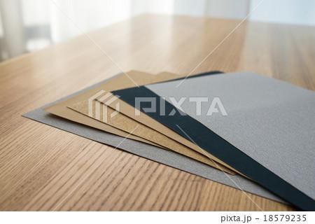 紙ヤスリ 18579235
