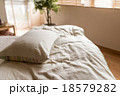 枕 ベッド 寝室の写真 18579282