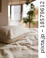 布団 枕 ベッドの写真 18579612