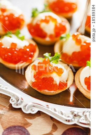 Canape with caviar 18589384 pixta for Canape with caviar