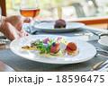 レストラン 料理 サービスの写真 18596475