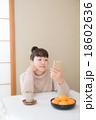 こたつ 女性 スマートフォン 18602636