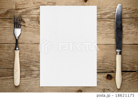 Blank paper for menu and fork and knife on tableの写真素材 [18621175] - PIXTA