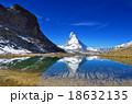 スイス リッフェル湖に映る逆さマッターホルン 18632135