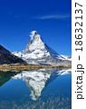 マッターホルン リッフェル湖 湖の写真 18632137