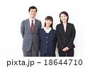 女子中学生と両親 18644710