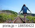 線路 女性 歩くの写真 18656422