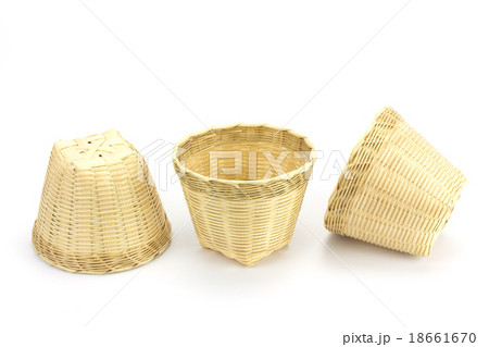 Bamboo basket on a white background.の写真素材 [18661670] - PIXTA
