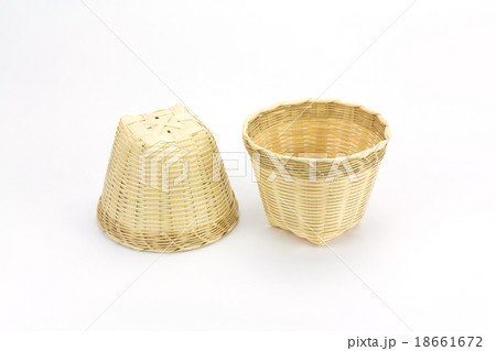 Bamboo basket on a white background.の写真素材 [18661672] - PIXTA