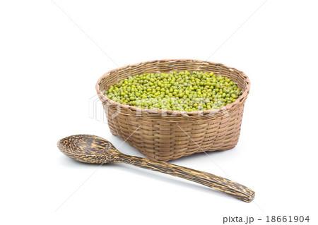 Green bean or mung bean in bamboo basketの写真素材 [18661904] - PIXTA