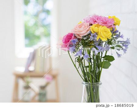花瓶に生けた花 18685019