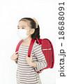 マスクをする女の子 風邪予防 女の子 ランドセル マスク 18688091