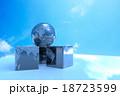 青空と地球儀 18723599