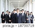 ビジネス 男性 スーツの写真 18730719
