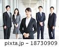 ビジネス 女性 ビジネスマンの写真 18730909