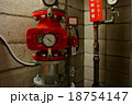 赤い消火設備のメーター 18754147